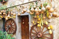 Pumpor och trähjul Royaltyfria Bilder