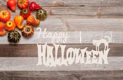 Pumpor på träbakgrund halloween isolerad white för höst begrepp Royaltyfri Foto