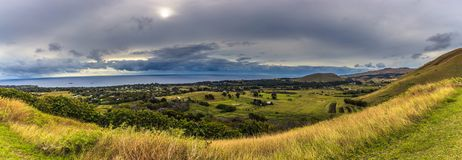 Puna Pau, påskö - Juli 11, 2017: Panorama av Hanga Roa f royaltyfri foto