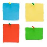 Punaise et papier de note en lambeaux Images stock