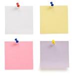 Punaise et papier de note sur le blanc Photographie stock