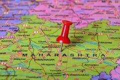 Punaise indiquant le maharashtra sur une carte d'Inde photos libres de droits