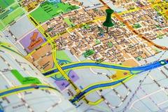 Punaise op een kaart Stock Afbeeldingen