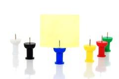 Punaises colorées images libres de droits