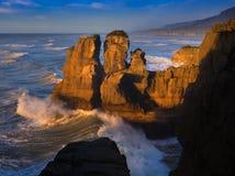 Punakaiki kustlinje på solnedgången, NZ Arkivbild