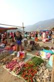 Punakha, Bhután - 7 de noviembre de 2012: Peop butanés no identificado foto de archivo libre de regalías