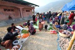 Punakha, Bhutan - 7. November 2012: Nicht identifiziertes peop von Bhutan stockbild