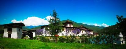 Punakha Dzong, den gamla huvudstaden av Bhutan, på sammanflödet av Pho Chu och Mo Chu floder arkivbilder