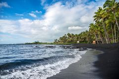 Punaluu染黑沙子海滩,大岛,夏威夷 库存图片