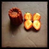 Puncake用草莓 免版税库存照片