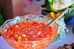 Punch de fruits avec les fruits tropicaux Images stock