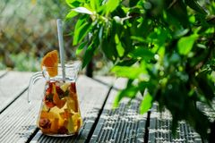 Punch de fruits froid photographie stock libre de droits