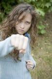 επιθετικές ελκυστικές θηλυκές punching νεολαίες Στοκ Φωτογραφίες