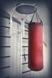 Punching ball di cuoio rosso Fotografia Stock Libera da Diritti