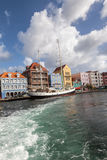 Punda nabrzeże i żagiel łódź Zdjęcia Royalty Free