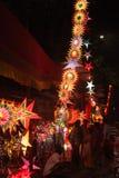 Pune, Índia - em novembro de 2018: Compra indiana dos povos para o traditio fotos de stock royalty free