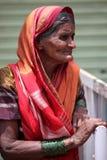 Pune, Ινδία - 11 Ιουλίου 2015: Ένα πορτρέτο μιας ηλικιωμένης ινδικής γυναίκας W Στοκ Εικόνα