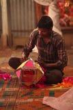 Pune, Ινδία - 7 Νοεμβρίου 2015: Ένα άτομο που κάνει έναν παραδοσιακό ουρανό λ στοκ φωτογραφία με δικαίωμα ελεύθερης χρήσης