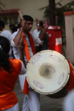 Pune, Ινδία - 17 Σεπτεμβρίου 2015: Ένας ινδός τύπος που παίζει το tradit Στοκ Εικόνες