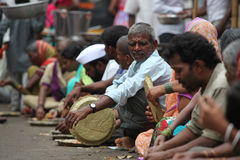 Pune, India - 11 luglio 2015: I pellegrini affamati hanno chiamato il wai di warkaris Fotografie Stock Libere da Diritti