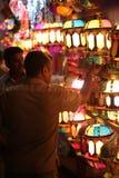 Pune, India - 7 novembre 2015: Una rappresentazione del commerciante di streetside Fotografia Stock Libera da Diritti