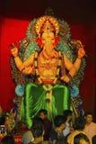 PUNE, INDIEN, im September 2017, Leute und eifriger Anhänger während Ganapati-Festivals stockbild