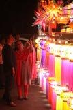 Pune, Indien - November 2108: Ein indisches Paareinkaufen für tradi stockfoto