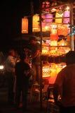 Pune, Indien - November 2018: Indisches Leuteeinkaufen für traditio stockfotografie