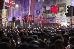 Pune, la India - 28 de septiembre de 2015: Muchedumbres a la una del cuadrado du Imagen de archivo
