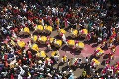 PUNE MAHARASHTRAEN, September 2018, folk observerar kapacitet f?r Dhol tashapathak under den Ganpati festivalen, flyg- sikt arkivbild