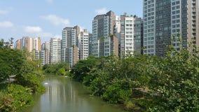 Punggolwaterweg met flats Stock Afbeelding