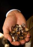 Punhado das moedas na palma Foto de Stock