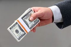 Punhado de cem notas de dólar Foto de Stock Royalty Free