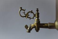 Punho de bronze no samovar velho Imagem de Stock Royalty Free