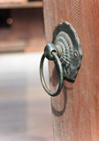 Punho de porta oxidado velho do ferro Fotos de Stock Royalty Free
