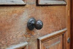 Punho do vintage na porta de madeira Imagem de Stock Royalty Free