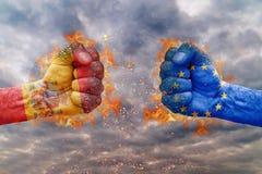 Punho dois com a bandeira da Espanha e da União Europeia enfrentadas em se Fotos de Stock Royalty Free