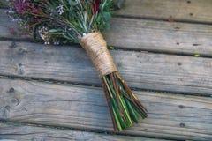 Punho elegante do arranjo do ramalhete da flor do vintage foto de stock