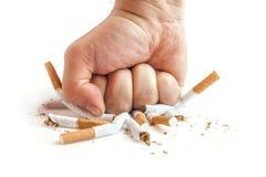 Punho humano que quebra cigarros no fundo branco Imagens de Stock Royalty Free