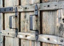 Punho na porta de madeira velha Imagem de Stock Royalty Free