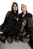 Punk maniermeisje en jongen in zwarte kleren Royalty-vrije Stock Afbeeldingen