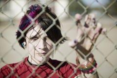 Punk Meisje achter de Link van de Ketting royalty-vrije stock afbeelding