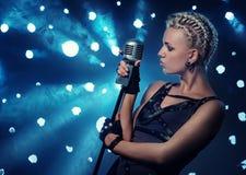 punk sångareånga för attraktiv bild arkivbild