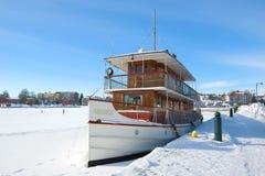 ` Punkaharju ` - stare pasażerskie steamship zimy przy miasto bulwarem Zdjęcia Royalty Free
