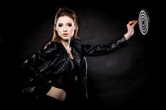 Punkmeisje met pijltje en doel Royalty-vrije Stock Afbeeldingen