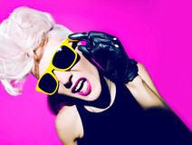Punkmodeart der bezaubernden blonden Disco stockbilder