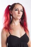 Punkrockflicka med rött hår Arkivfoton