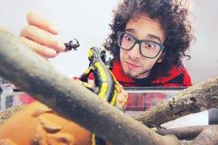 Punkt av sikten av en salamander Arkivfoto