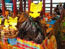 Punkt-en-Pitre Guadeloupe - Februari 09, 2013: De nya frukterna på den utomhus- marknaden i Guadeloupe Fotografering för Bildbyråer