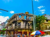 Punkt-en-Pitre Guadeloupe - Februari 09, 2013: Den utomhus- marknaden i Guadeloupe Arkivbilder
